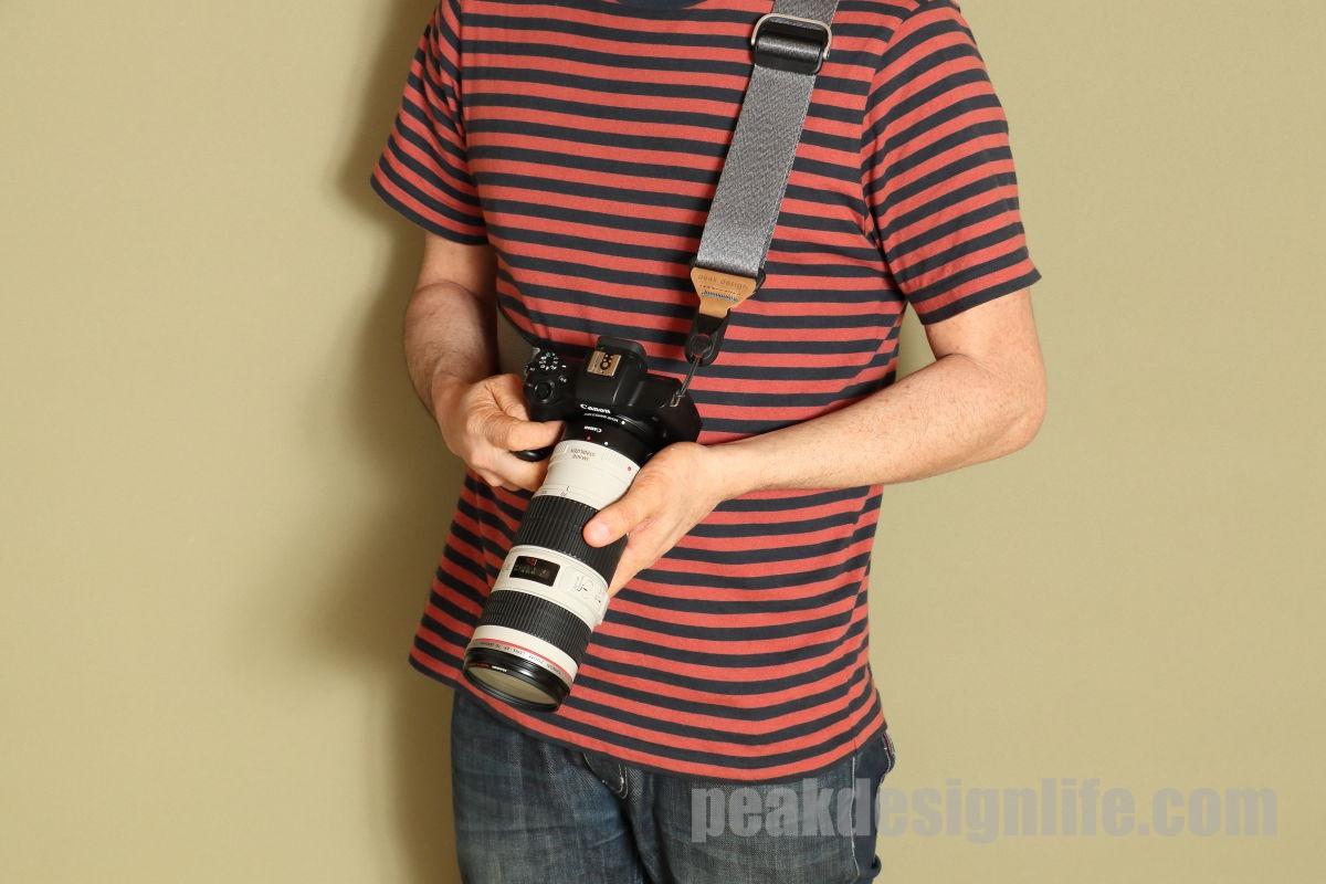 ピークデザインのカメラストラップ スライド装着イメージ