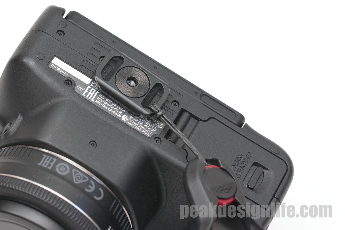 アンカーマウントでカメラストラップ スライドライトをカメラ底面に固定