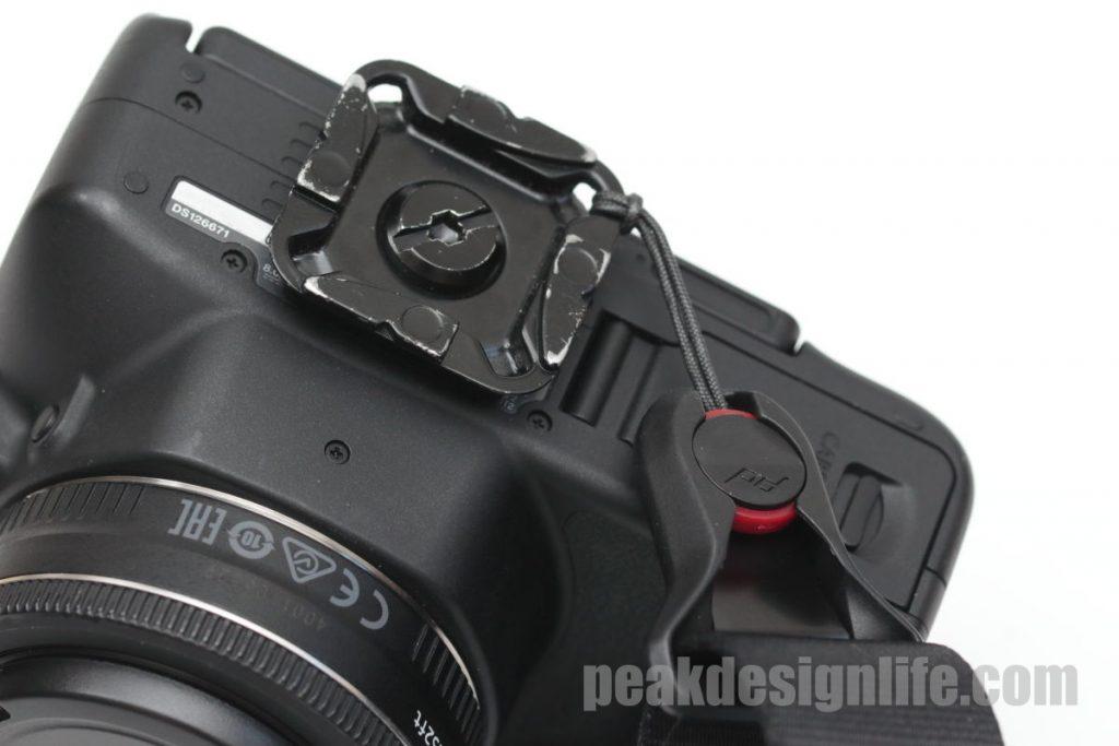 ピークデザインのスタンダードプレートをカメラ底面に固定