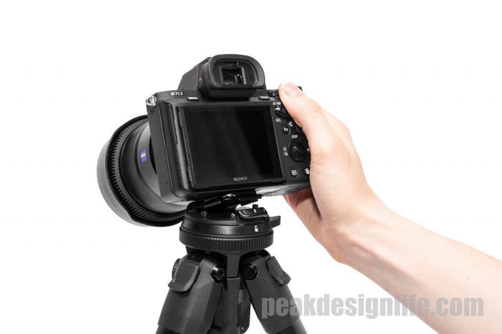 アルカスイス互換の事由雲台でカメラをスピーディーにセットアップ可能