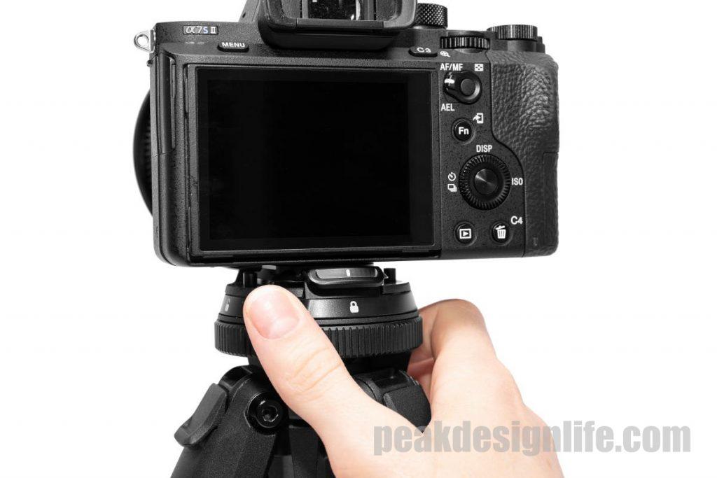 ロックリングを回すことでカメラを固定