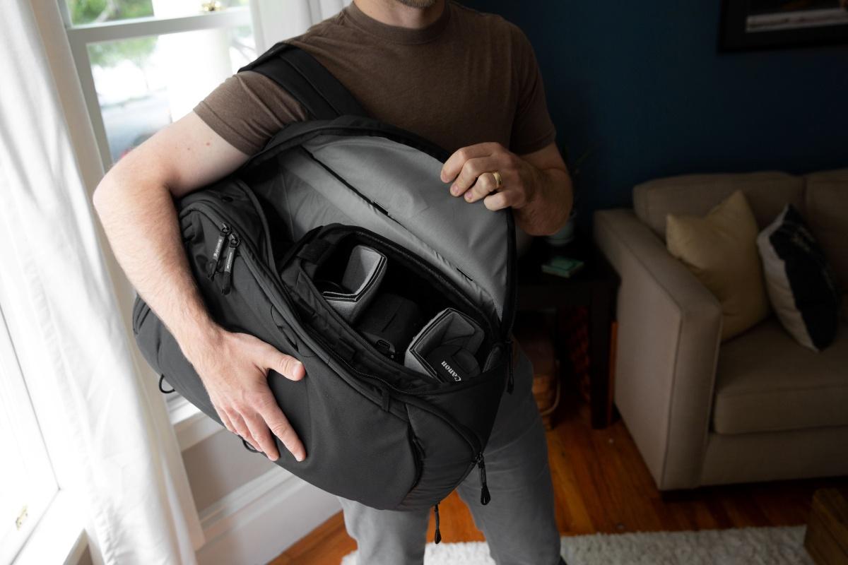 トラベルバッグとカメラキューブSを組み合わせた使い方