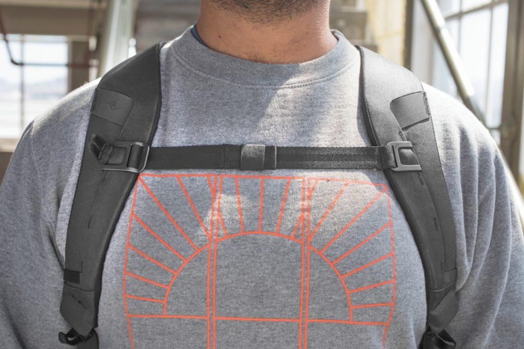 エブリデイバックパック V2 30L 胸ストラップ