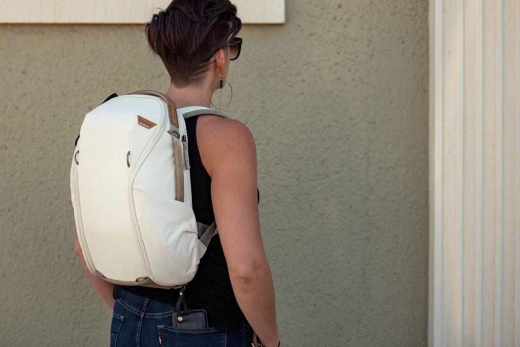 エブリデイバックパックジップ 15Lサイズ ボーン EVERYDAY BACKPACK ZIP – Peak Design