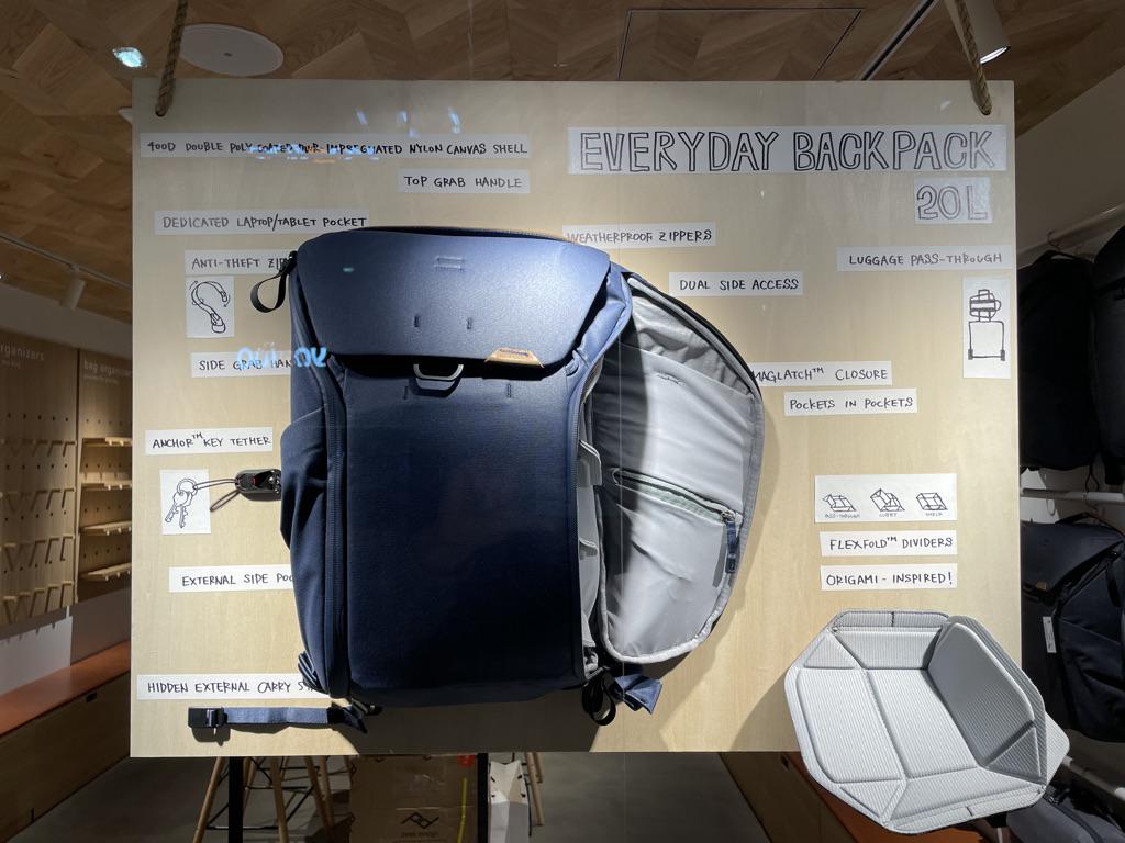 ピークデザイン東京ストアのウィンドウディスプレイ